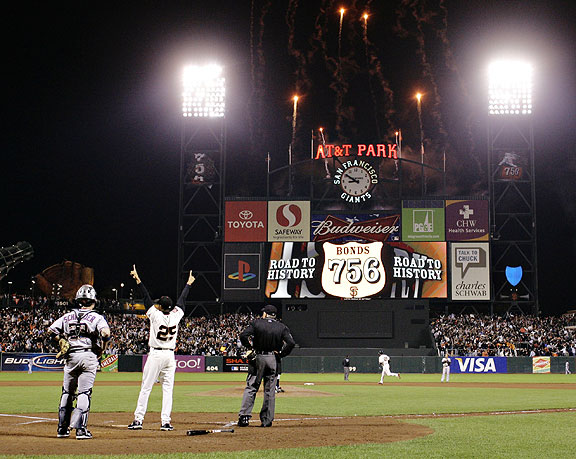The moment Barry Bonds surpassed Henry Aaron to become the new all-time career homerun king.