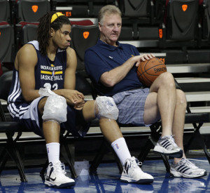 Former Knicks and first year Indiana Pacer Chris Copeland chilling with Pacers top executive and hall of famer Larry Bird.